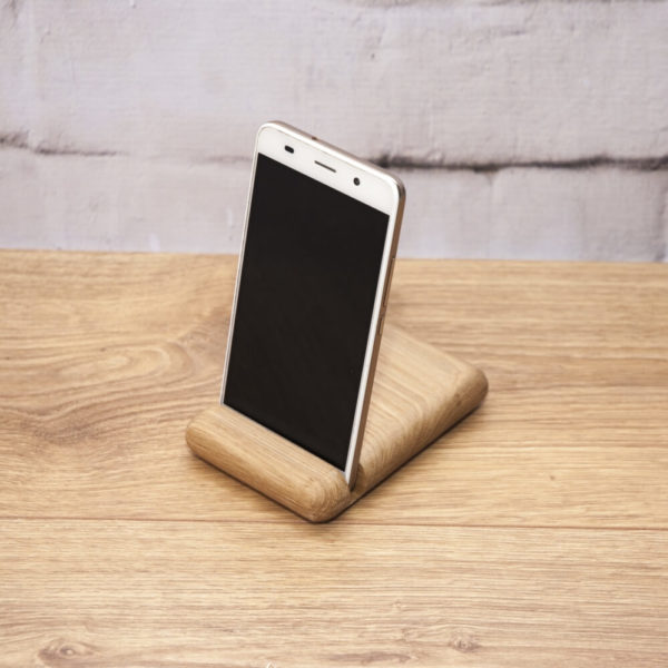 Podstawka do telefonu drewniana z logo